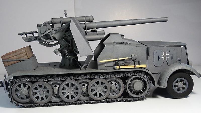 Selbstfahrlafette Sd.Kfz.8 mit Flak 18_3